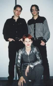 Trioul din Timişoara care a impus stilul de a cânta Playback la Festivaluri în România