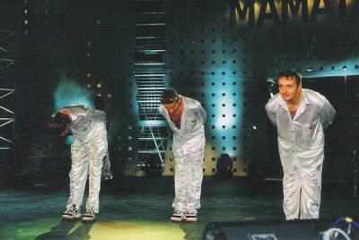 VALAHIA. Mamaia. 1999. Psihologic, este foarte interesant cum se apleacă fiecare, Dorin fiind supus, Mihai fiind repectuos, Costi având tupeu