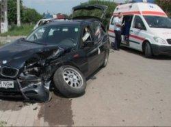 Aşa arăta BMW-ul condus de un tânăr de 20 de ani în sediul băncii Transilvania din Cluj ieri