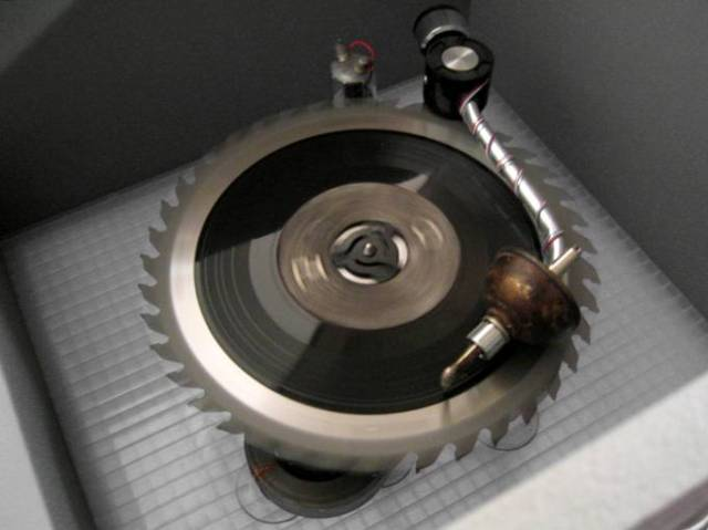 Pol Position. Record Player. Metal